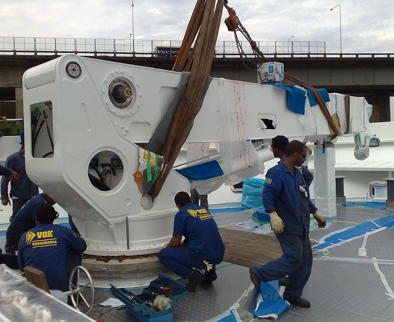 Reinstall-of-rebuilt-fore-deck-crane-130M-Yacht