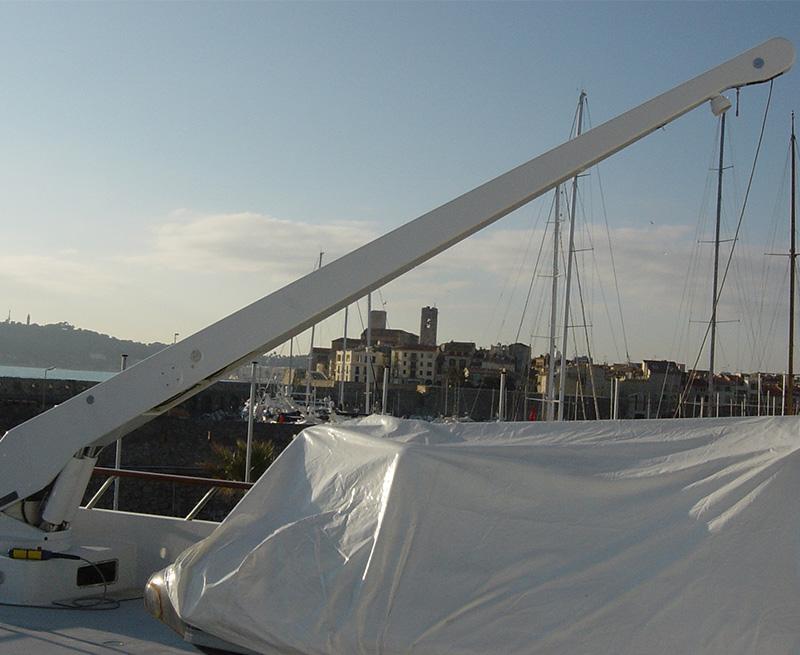 Aft-Deck-Crane-Modified-to-MCA-Rescue-Boat-Crane