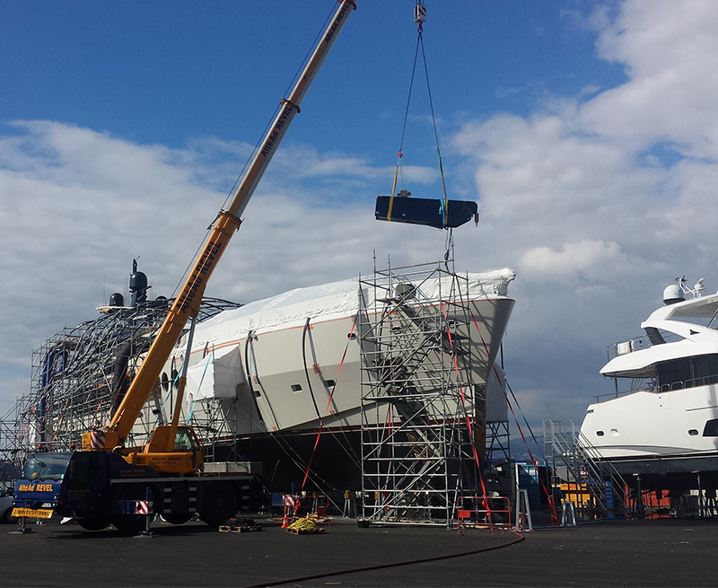 Installing-Fore-Deck-Crane-on-60M-Yacht