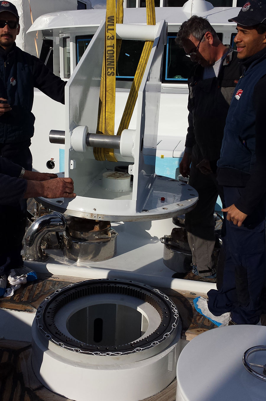 Replacement-Rescue-boat-crane-slew-ring-(2)